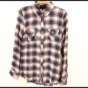 Romeo + Juliet Couture Long Sleeve Button Down Top